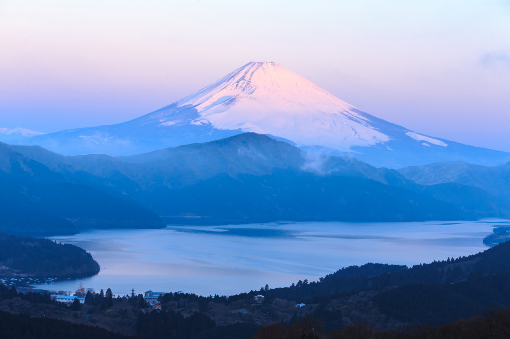 Mountain Fuji winter in morning.